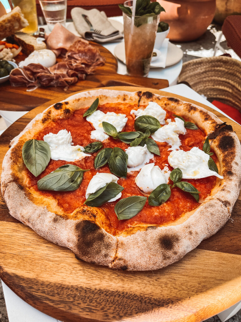 Pizza in Ivy Pool Bar
